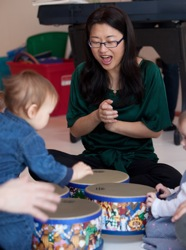 Yoon Sun 	Choi teaching music